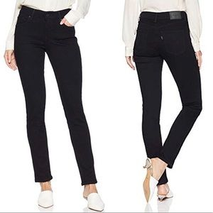Levi's • Classic Mid Rise Skinny Jeans